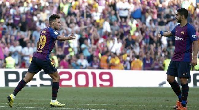 Pemain depan Barcelona Munir El Haddadi (kiri) merayakan golnya ke gawang Athletic Bilbao bersama Luis Suarez di Camp Nou.