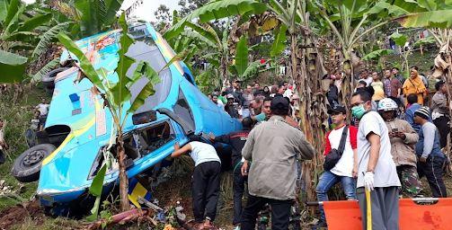 Bus yang kecelakaan di Cikadang Sukabumi.