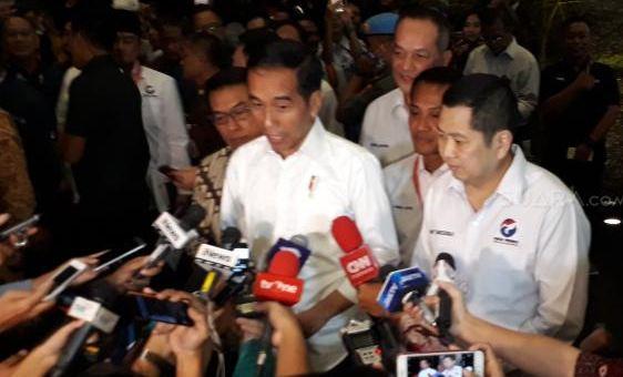 Jokowi dan Hary Tanoesoedibjo saat berikan  penjelasan kepada wartawan.