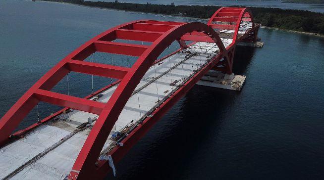 Jembatan Holtekamp yang berada di atas Teluk Youtefa.