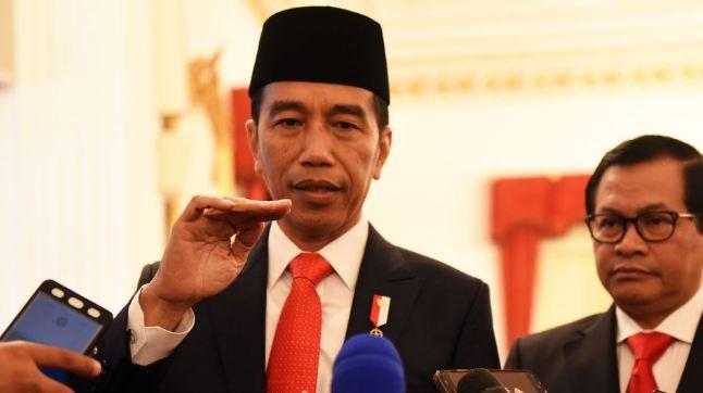 Presiden Jokowi menjawab pertanyaan wartawan usai melantik Gubernur-Wakil Gubernur NTB periode 2018-2023, di Istana Merdeka, Jakarta, Rabu (19/9) siang.