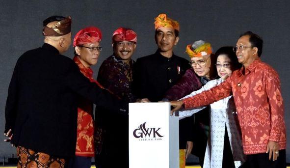 Presiden Jokowi saat Resmikan Patung Garuda Wisnu Kencana.