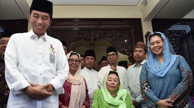 Jokowi saat kunjungi rumah Gus Dur.