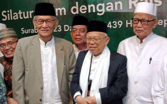 KH Ma'ruf Amin dengan pengurus PWNU Jatim.