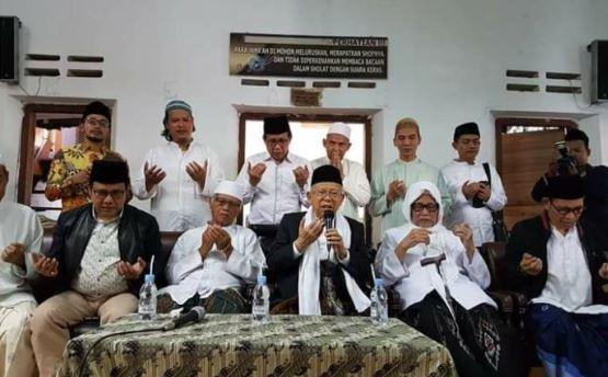 KH Ma'ruf Amin dengan Kiai sepuh Ponpes Lirboyo Kediri.