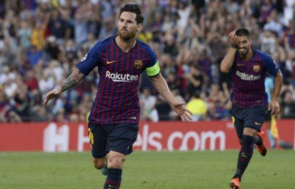 Selebrasi Messi usai ha-trick.