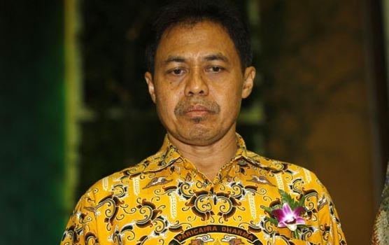 Nur Mahmudi Ismail.