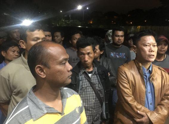 Warga yang menolak acara #2019gantipresiden di Tangsel.