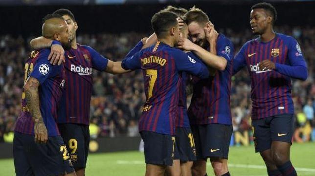 Para pemain Barcelona merayakan gol Jordi Alba (ketiga kiri) ke gawang Inter Milan di Camp Nou.