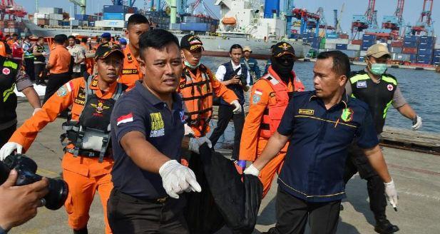 Basarnas Kumpulkan Jenazah dan Puing Pesawat Lion Air JT610.