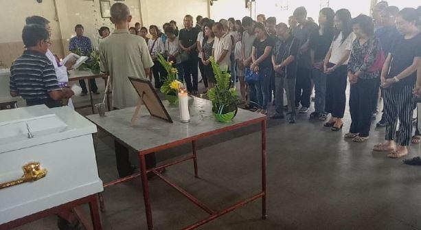 Kremasi keluarga yang tertembak.