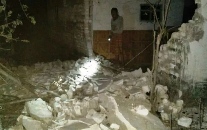 Rumah yang rusak akibat gempa di Situbondo. (foto: istimewa)