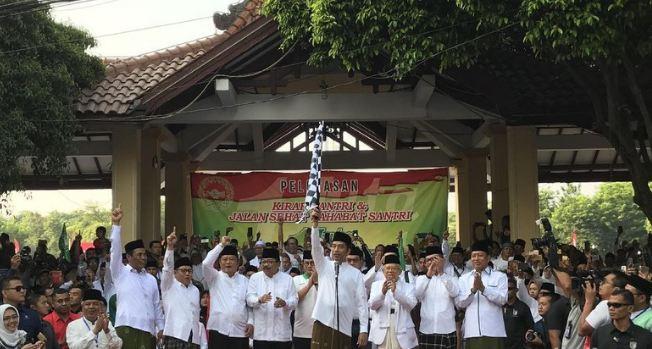Jokowi-Maruf Hadiri Kirab dan Jalan Sehat Bareng Santri di Sidoarjo.