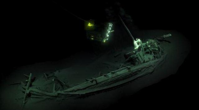 Bangkai kapal utuh tertua di dunia, yang diduga berasal dari era Yunani Kuno, ditemukan di Laut Hitam.