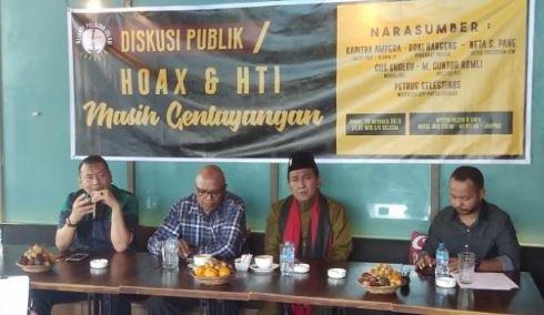 Kapitra Ampera (paling kiri) dalam diskusi bertajuk 'Hoax & HTI Masih Gentayangan' di kawasan Cikini, Jakarta Pusat, Jumat (26/10/2018).