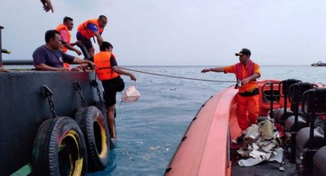 Pencarian korban pesawat Lion Air.
