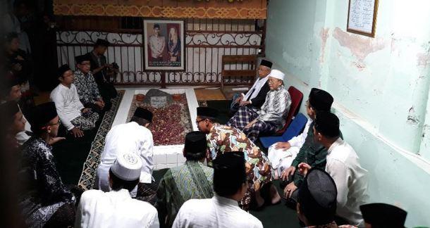 Ma'ruf Amin ziarah ke makam Mbah Umar.