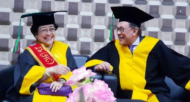 Megawati dan Anwar Ibrahim.