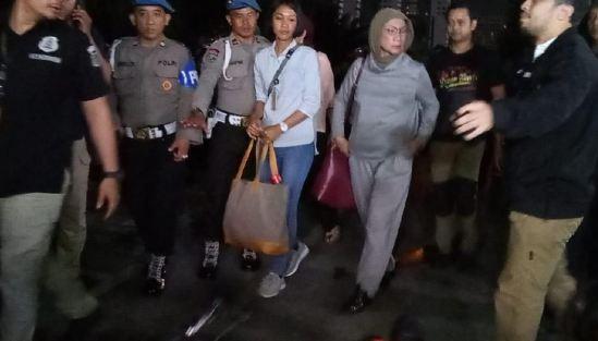 Ratna Sarumpaet saat di tangkap di Bandara Soetta.