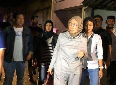 Ratna Sarumpaet saat ditangkap di Bandara Soetta.