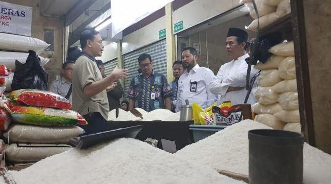 Menteri Pertanian, Andi Amran Sulaiman, sidak ke Pasar Induk Beras Cipinang (PIBC), Jakarta, Kamis (8/11/2018) pagi. (Dok: Kementan)