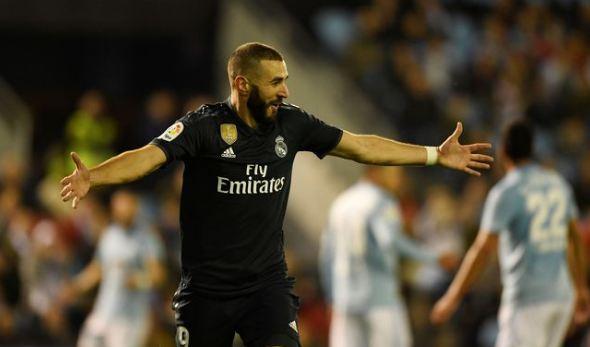 Karim Benzema luapkan kegembiraan usai cetak gol.