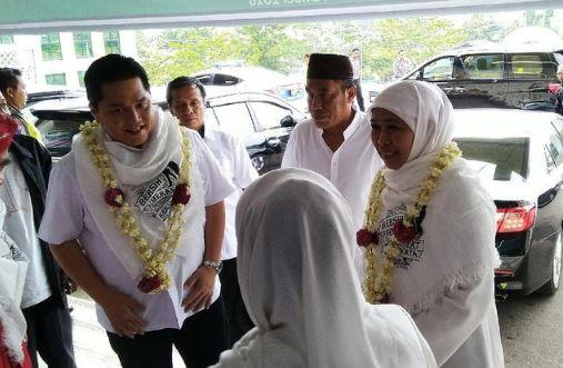 Erick Thohir dan Khofifah saat menghadiri deklarasi Jaringan Kyai Santri Nasional (JKSN) Jawa Tengah yang berlangsung di Aula UTC, Semarang, Jawa Tengah, Minggu (18/11).