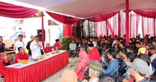 Timses Jokowi-Ma'ruf, Hasto Kristiyanto saat hadiri deklarasi dukungan Komunitas UMKM di Leles, Garut .