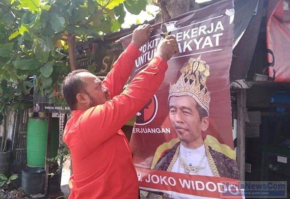 Poster 'Jokowi Raja' yang di turunkan.