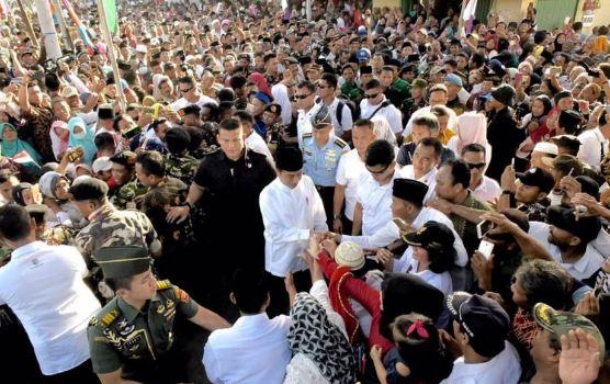 Presiden Jokowi di ponpes Salafiyah Darussalamah Lampung Timur.