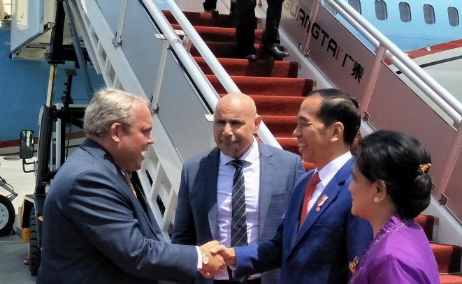 Presiden Jokowi saat tiba di Papua Nugini guna menghadiri KTT APEC ke-26.