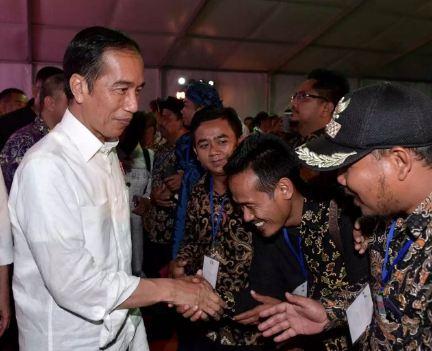 Presiden Joko Widodo, saat menghadiri acara sosialisasi prioritas penggunaan Dana Desa 2019 di Kabupaten Tangerang pada Minggu (4/11).