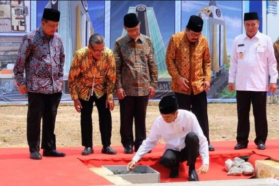 Presiden Jokowi letakan batu pertama tower kampus Universitas Muhamadiyah Lamongan.