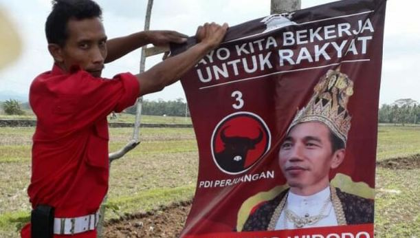 Atribut 'Raja Jokowi' yang tersebar di Jateng.