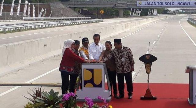 Presiden Jokowi saat resmikan tol Sragen-Ngawi.
