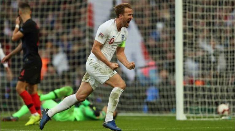 Kane lakukan selebrasi usai cetak gol ke gawang Kroasia.