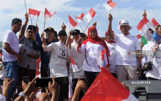 Khofifah saat deklarasi dukungan kepada Jokowi-Ma'ruf dengan TKI Hongkong.