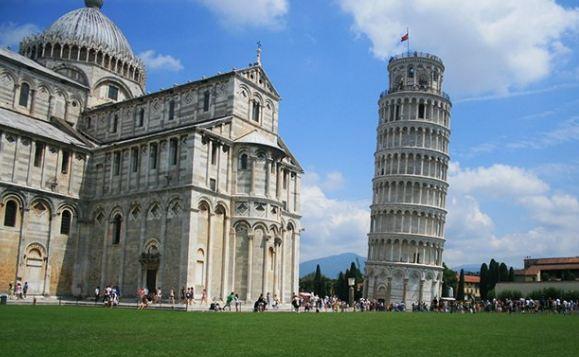 Menara Pisa.