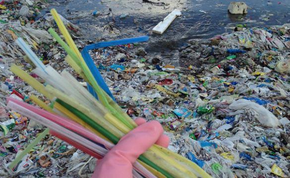 Sampah plastik.