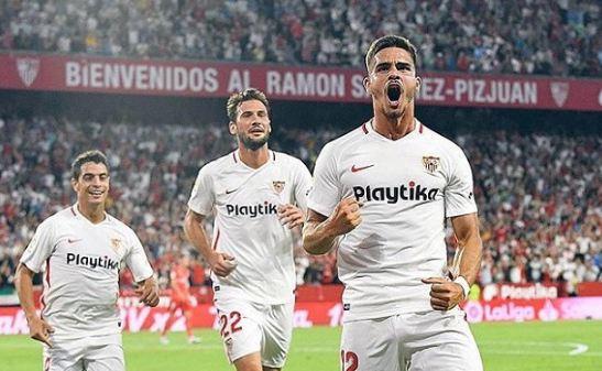 Para pemainSevilla lakukan selebrasi usai kalahkan Real Valladolid.