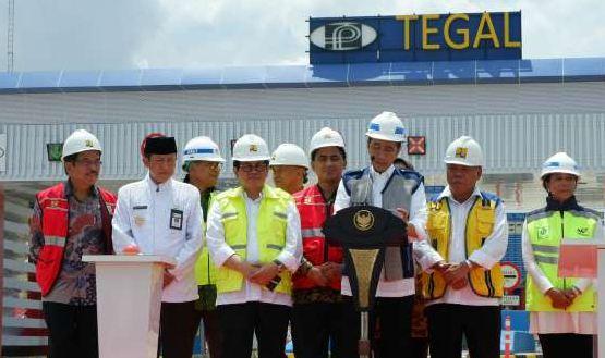 Presiden Jokowi saat resmikan tol Pejagan-Pemalang, Jawa Tengah.