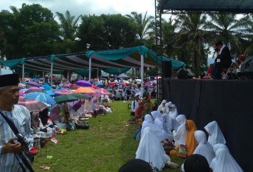 Pengurus Cabang Nahdlatul Ulama (PCNU) Garut menggelar istigasah yang dihadiri ribuan santri.
