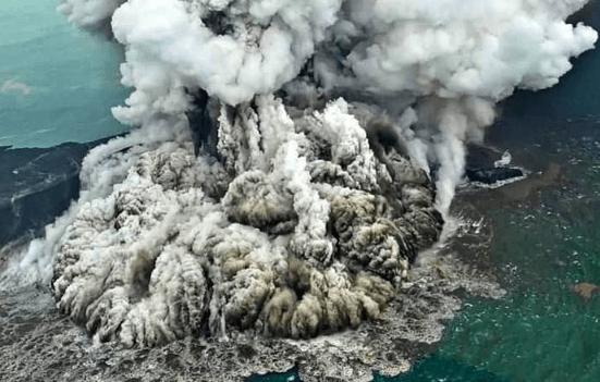 Gunun anak krakatau meletus.
