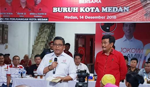 Hasto saat bertemu dengan buruh di Medan.