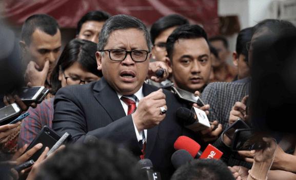 Hasto Kristiyanto saat berikan penjelasan kepada wartawan.