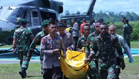 Evakuasi jenazah korban KKB di Papua.