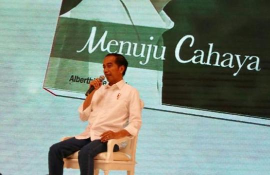 Presiden Joko Widodo saat menghadiri peluncuran buku Jokowi Menuju Cahaya karya Albertiene Endah di Hotel Mulia.