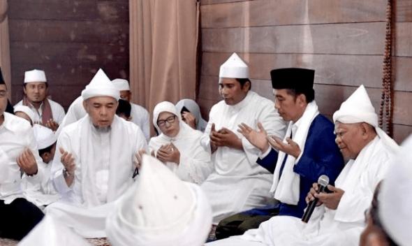 Presiden Jokowi saat Silaturahmi ke Ponpes Babussalam.