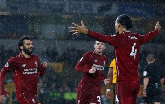 Para pemain Liverpool rayakan kemenangannya.