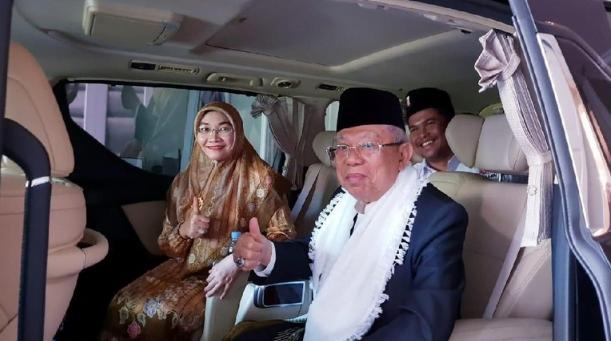 KH Ma'ruf Amin dan istri.